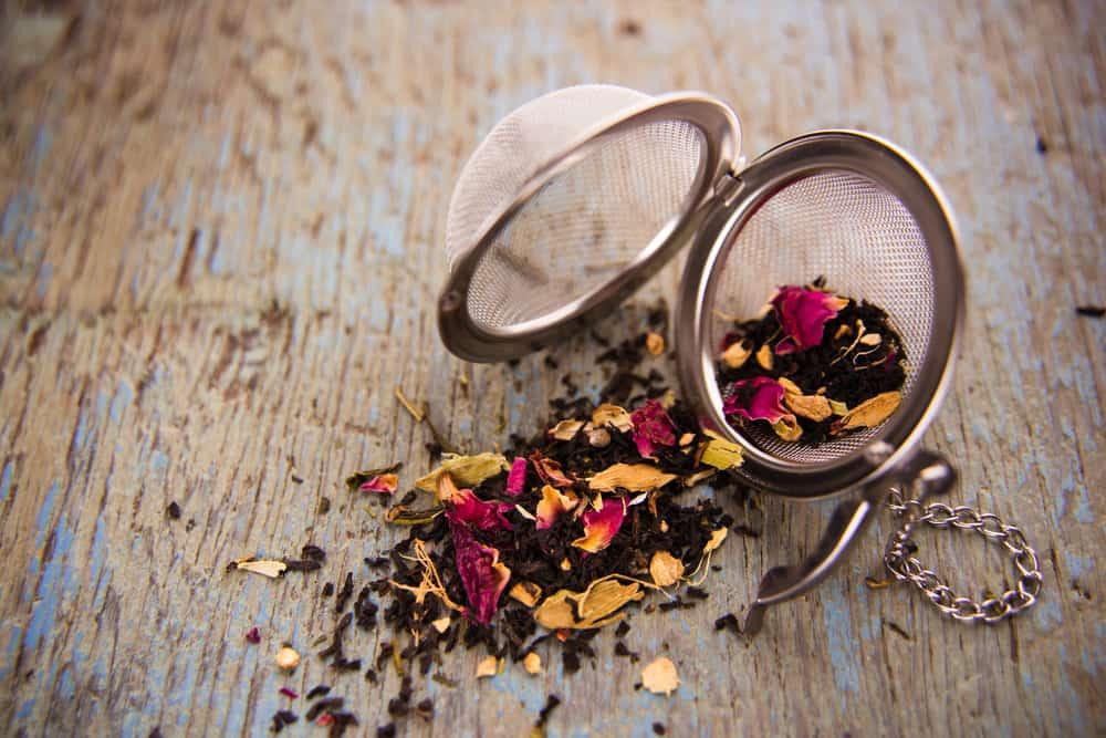 Loose Leaf Black and Herbal Tea with Metal Ball Infuser