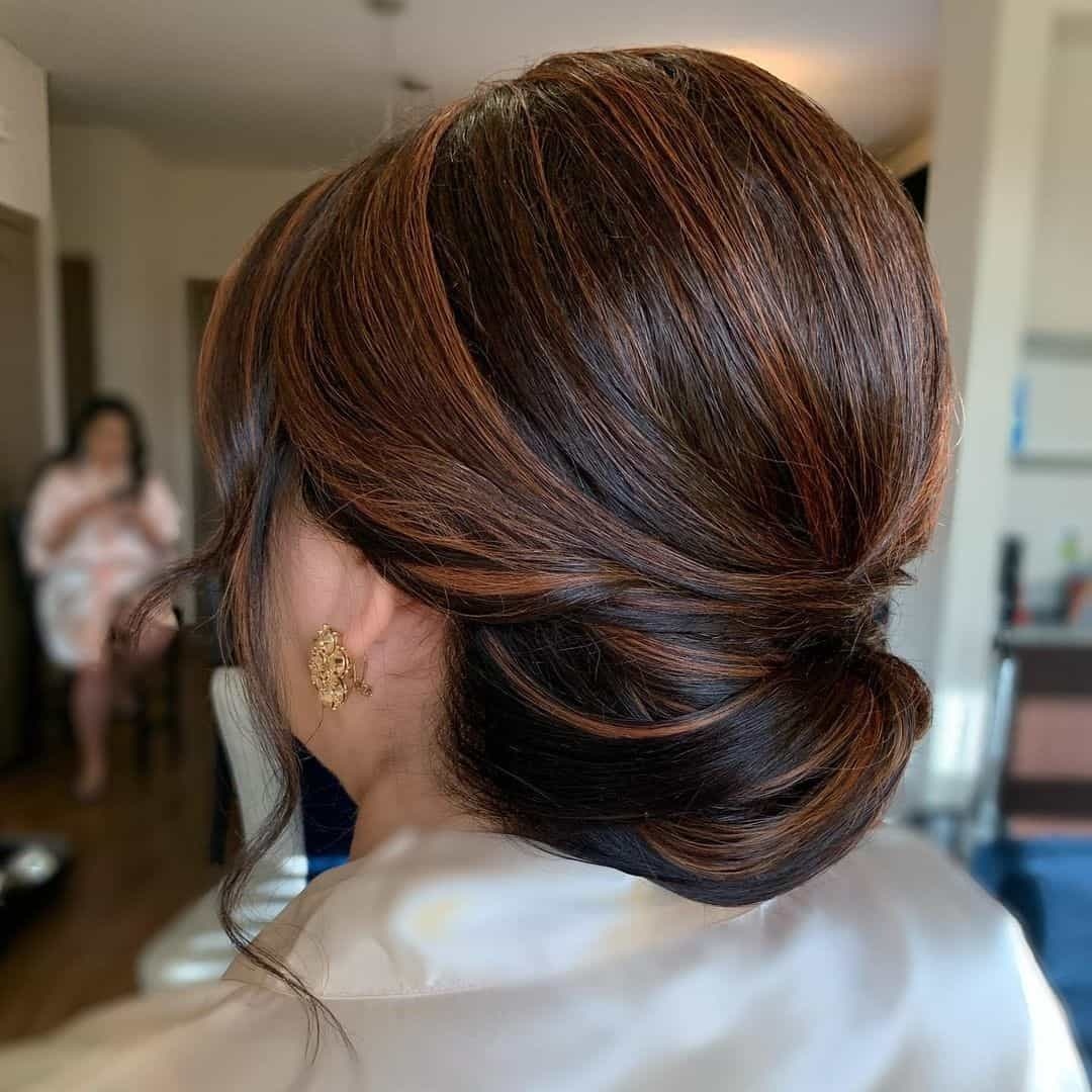 Low Bun Look With Highlights