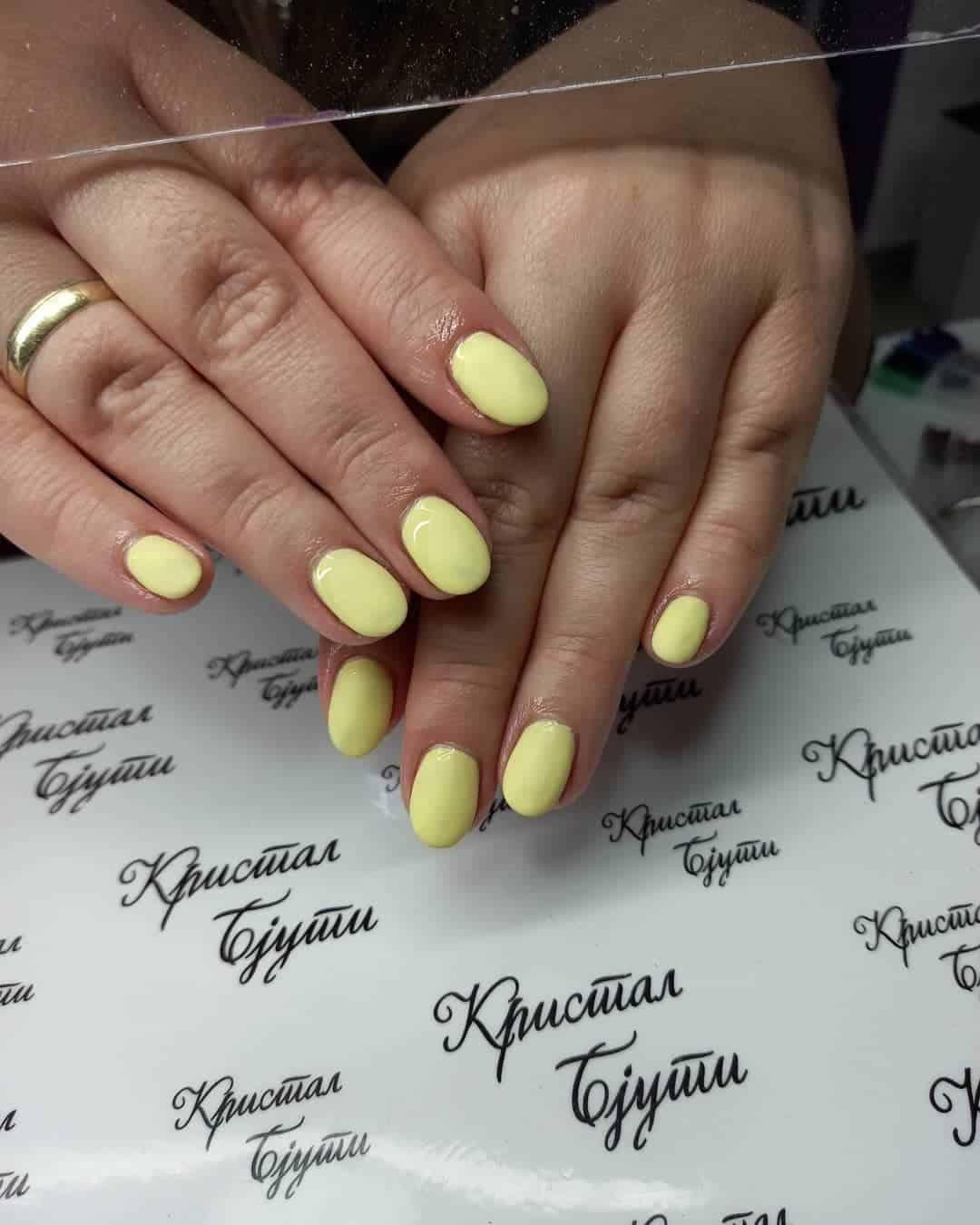 Minimalistic Yellow Matte Nails